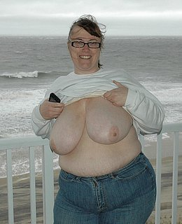 fat girls flashing pussey