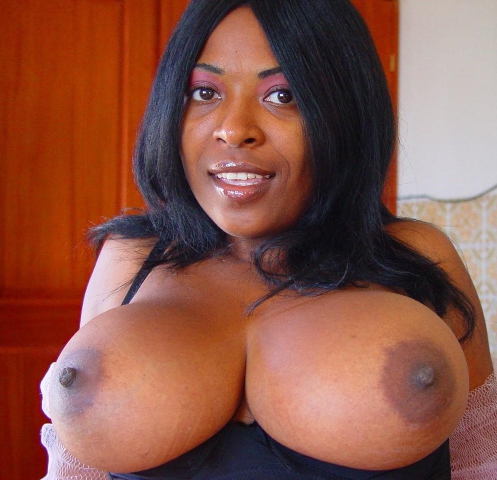 Голые женщины с большими сиськами с видео посреди кабинета