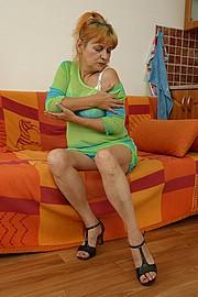 booby-granny005.jpg
