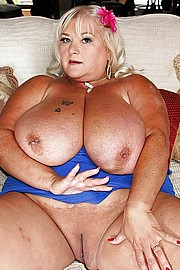 granny-big-boobs125.jpg