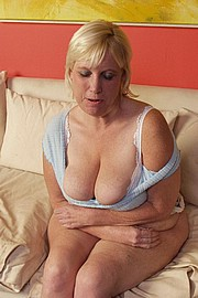 big-mature-boobs04.jpg