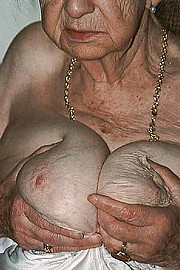 granny-big-boobs440.jpg