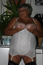 granny-big-boobs433.jpg