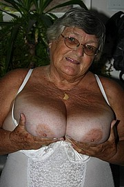 granny-big-boobs434.jpg