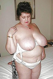 granny-big-boobs463.jpg