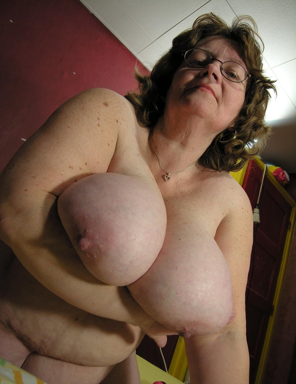 Big breasted mature slut playing