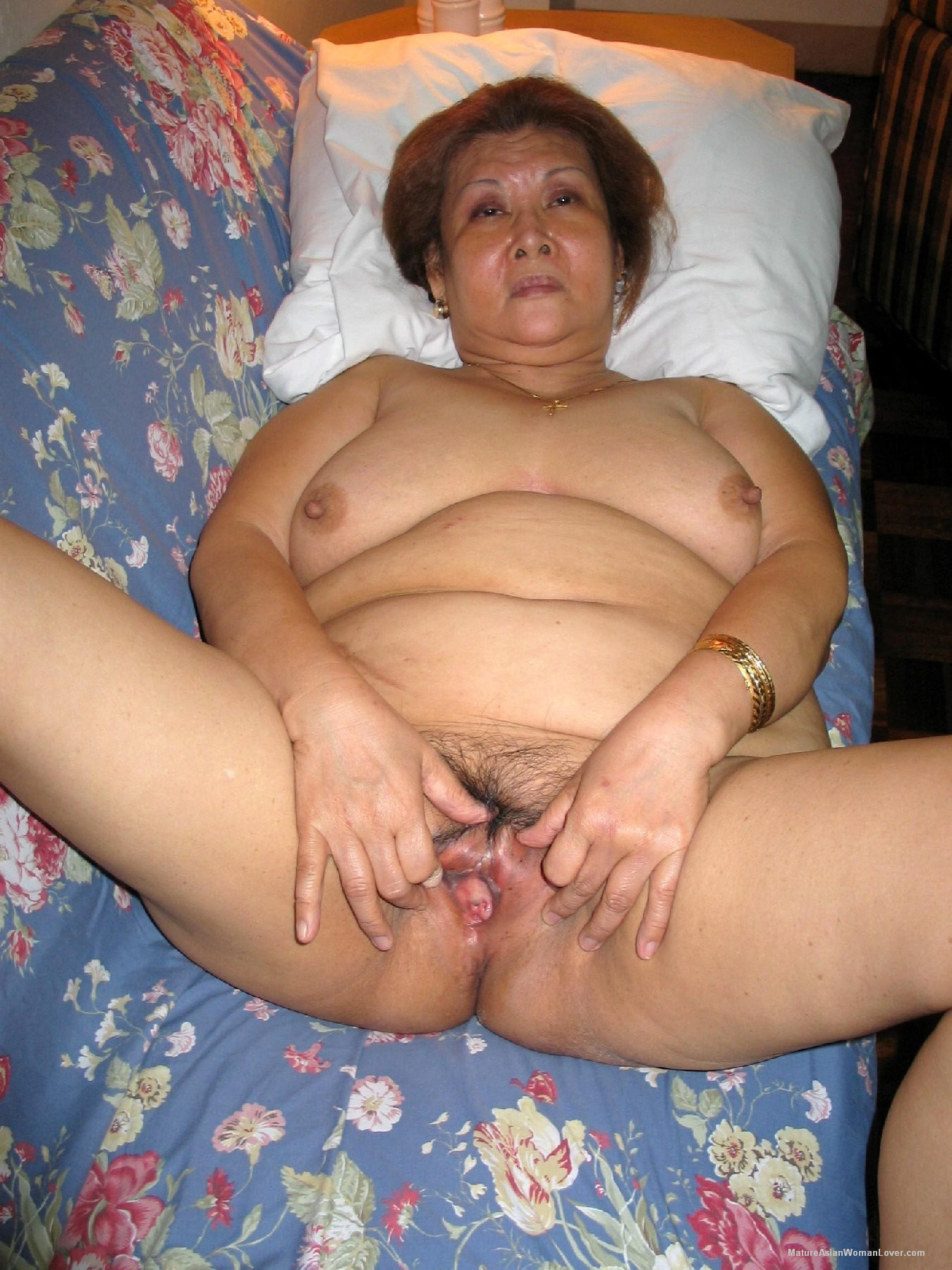 есть старушки азиатки ню фото моё
