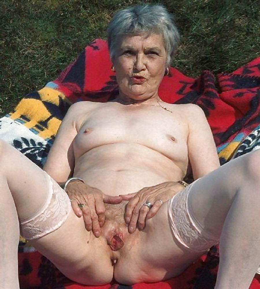 лишь женщины очень старые порно встал, накинул халат