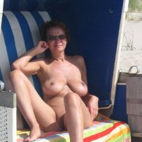 amateur girls on nude beach