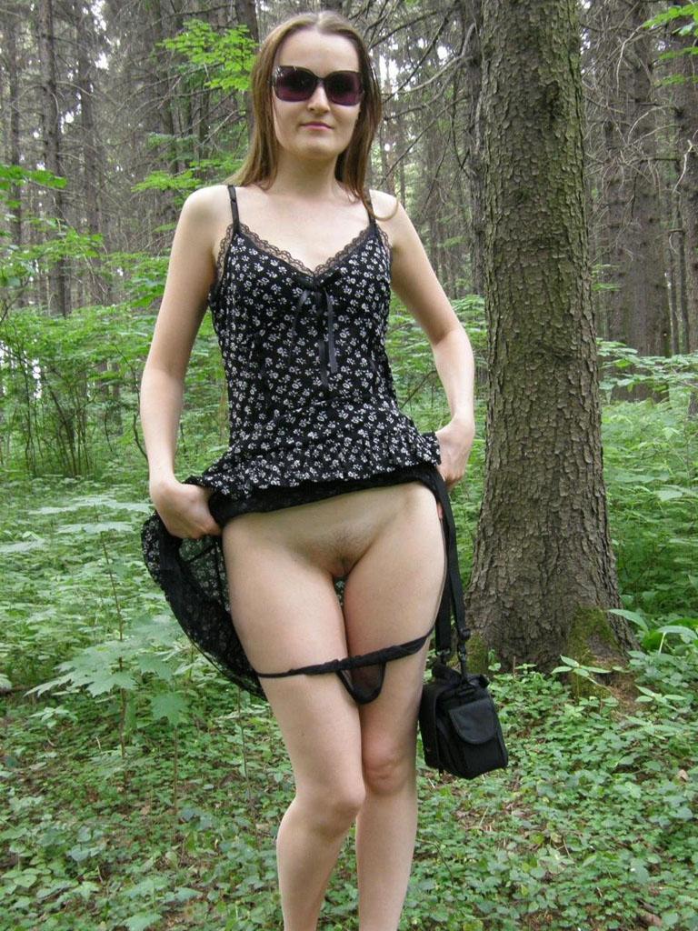 голые дамы под платьем фото