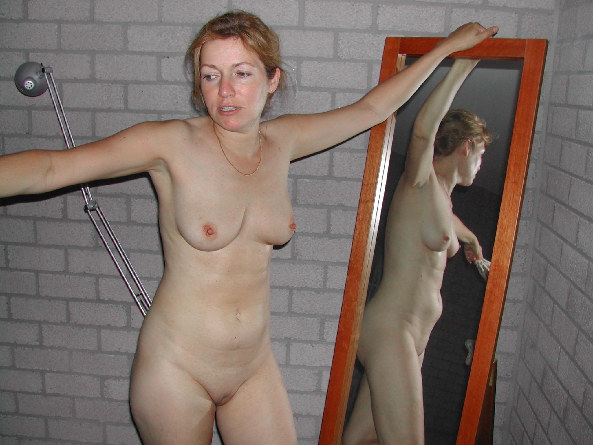Женшины под 35лет голые