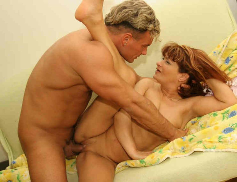 Голые крупные дамы трахаются с любовниками страстно
