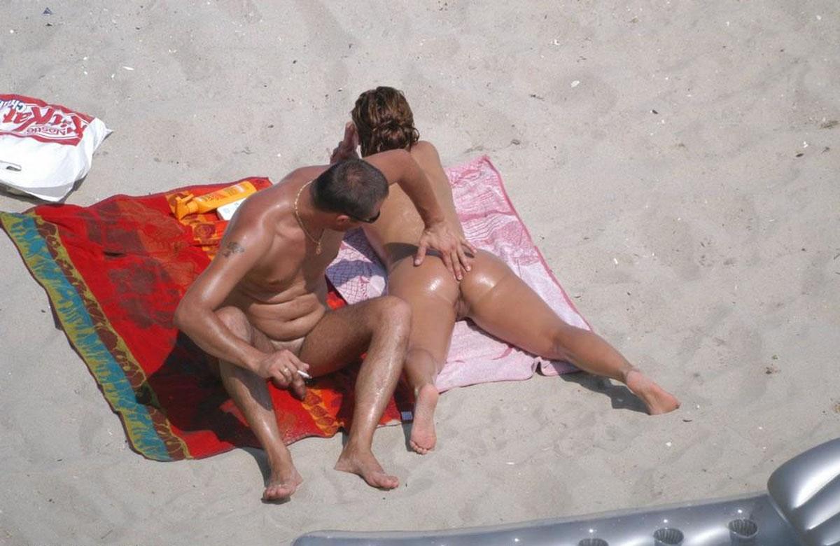 nudistskiy-plyazh-podsmotrennoe-video