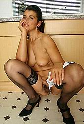 hairy-housewife006.jpg