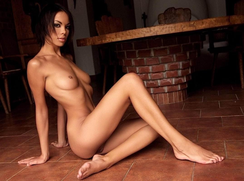 Смотреть фото худые голые девушки, Голые худенькие девушки с тощими попками 10 фотография