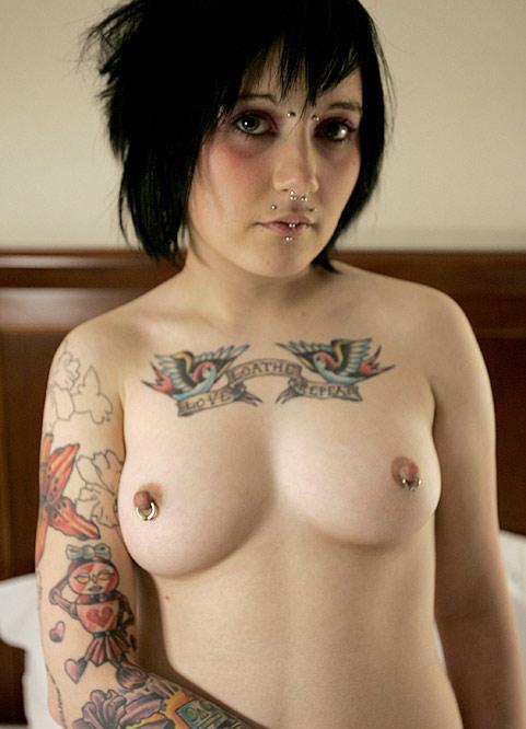 Эмо голая красивая девка