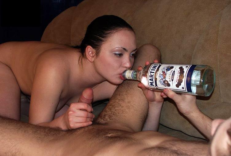 Домашний секс лариска запивает шампанским свой минет