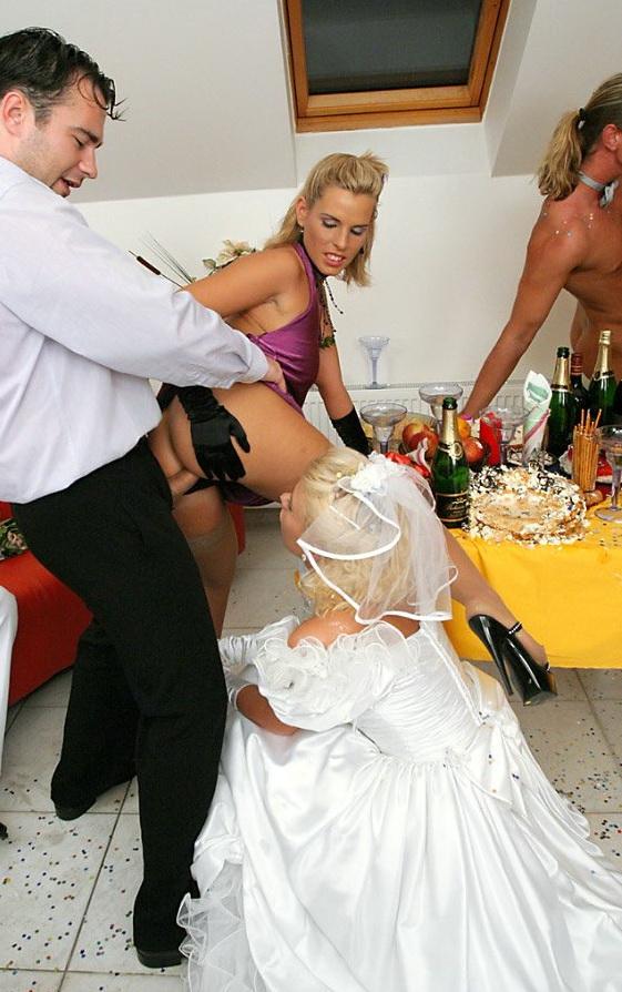 И грудастая жениха невеста друг