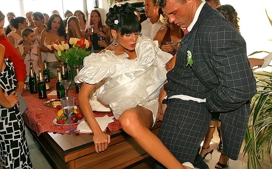 Пьяные невесты ебутся