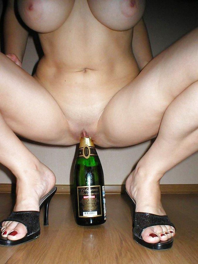 беременная телка и бутылка шампанского