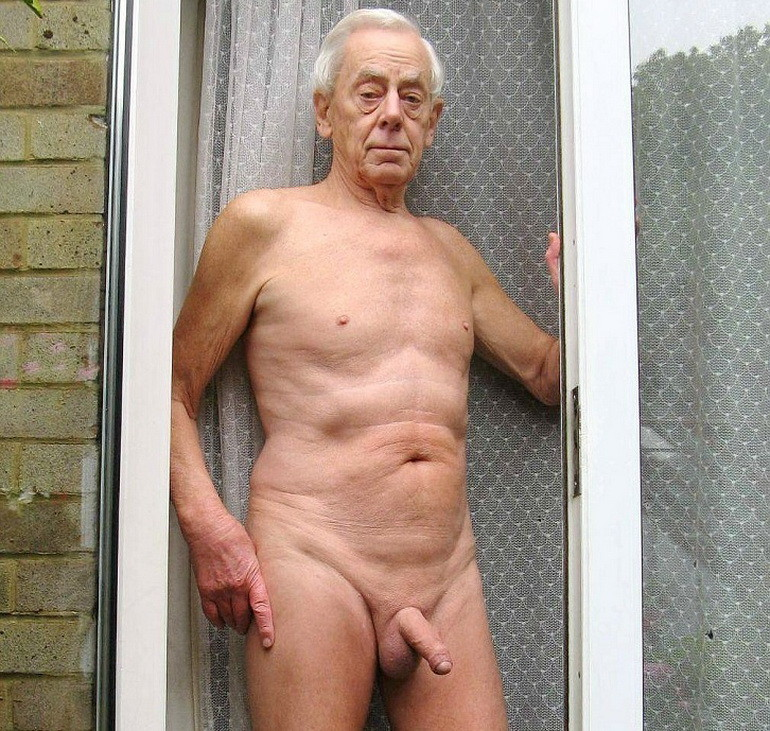 Old men naked at home — photo 4