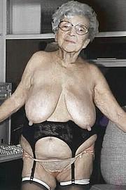 granny-big-boobs461.jpg