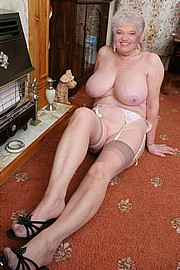 granny-big-boobs475.jpg