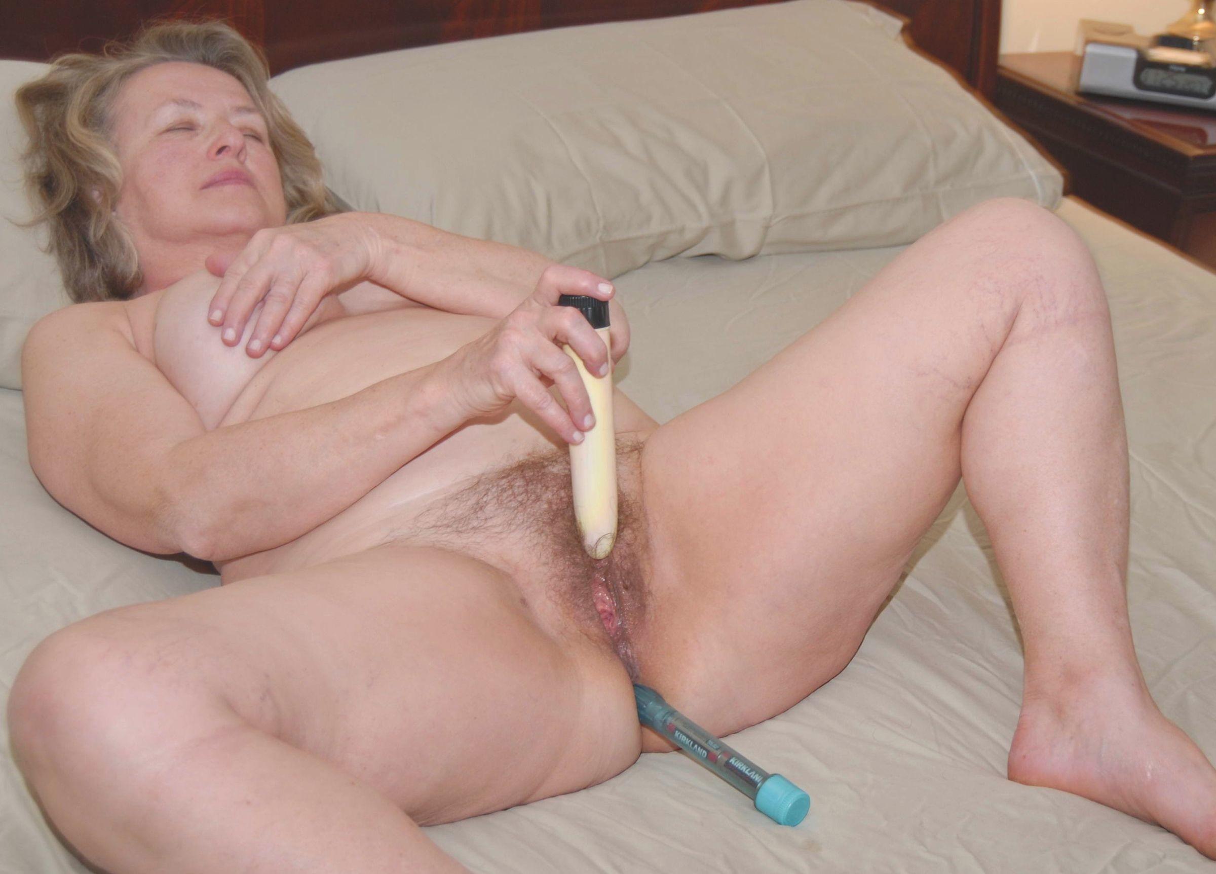 дама мастурбирует порно