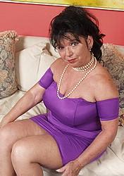 busty-granny03.jpg