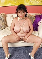 busty-granny15.jpg