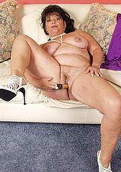 busty-granny16.jpg