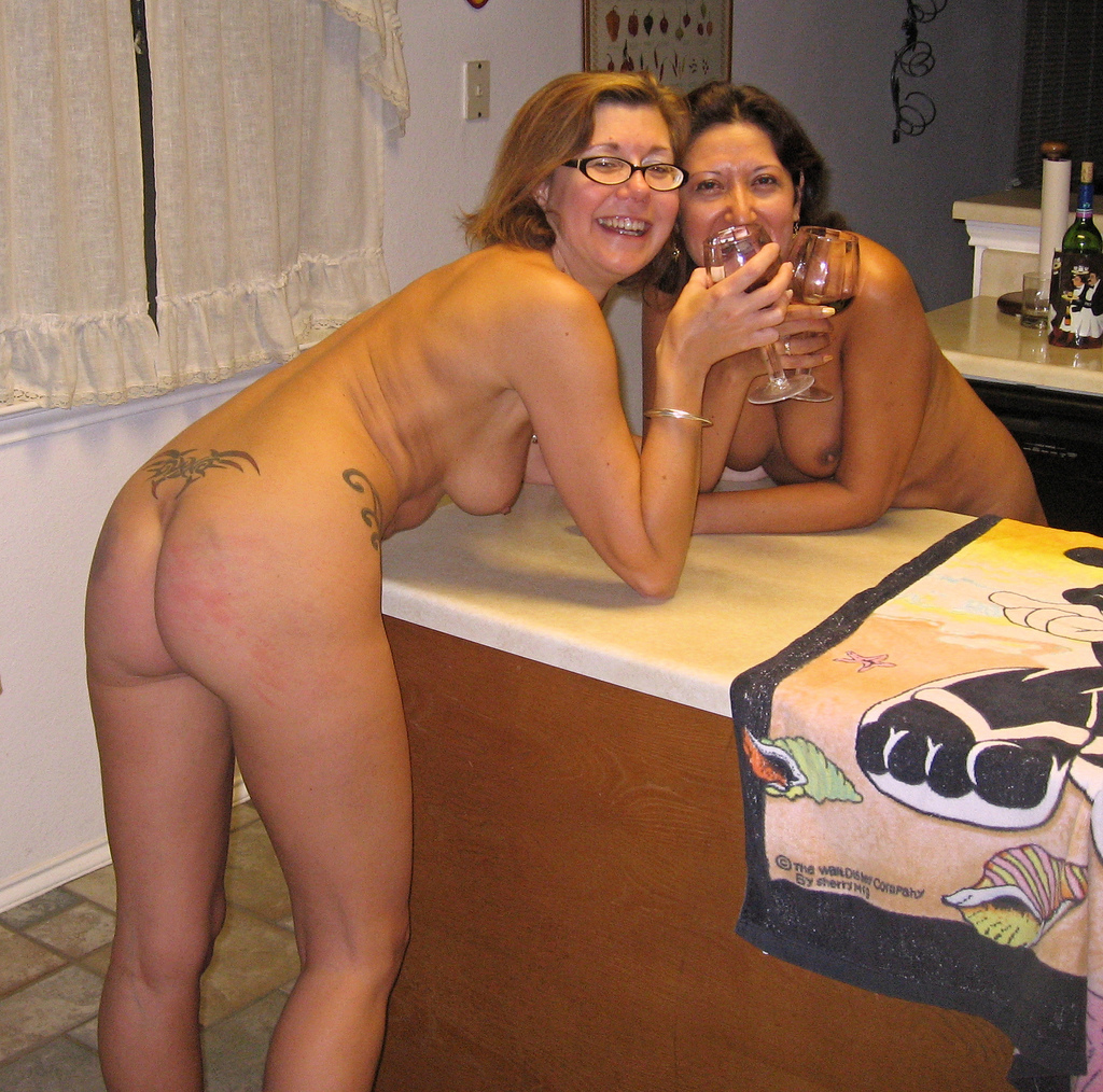 mom-nude-at-party