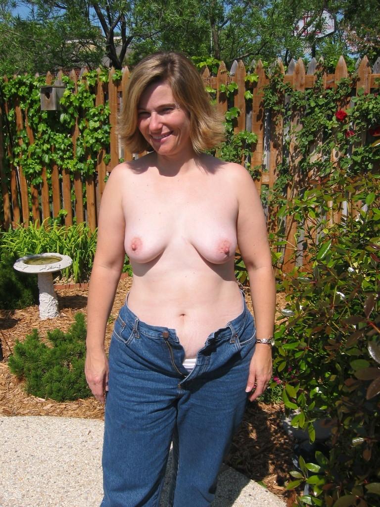 Nude pics of hot gamer girls