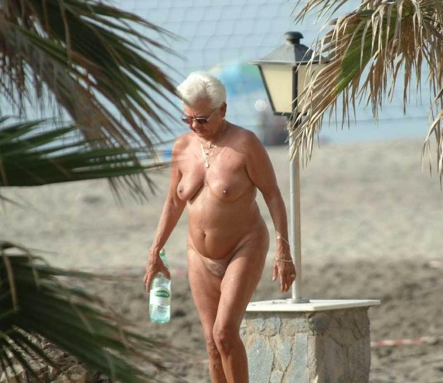 grannys-naked-on-beach