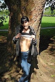 skinn-girl-showing-ass10.jpg